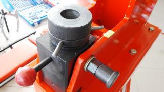 Станок для клепки тормозных колодок грузовых автомобилей